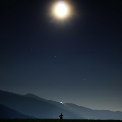 09-02-2018_boy staring at moon